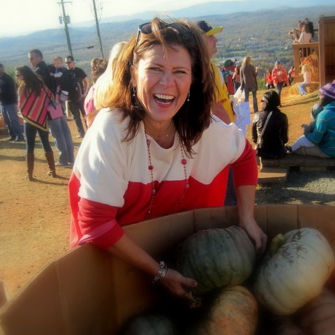 pumpkin picking, pumpkin, carve, halloween, carters mountain, mom, charlottesville